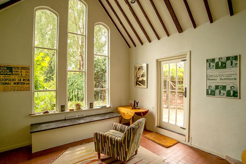 HOS-int-vaulted-window